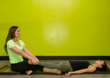 Sunday yoga therapy at yoga lounge for arthritis pain